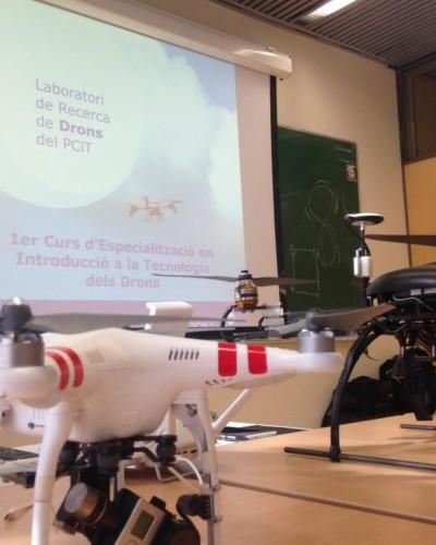 Mostra de drons al Curs d'introducció a la tecnologia dels Drons